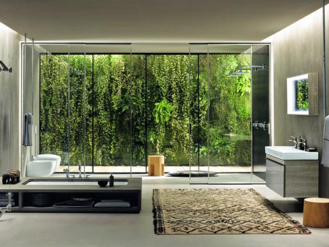 Une salle de bains avec un espace douche séparé - Une salle de bains ouverte sur l'extérieur