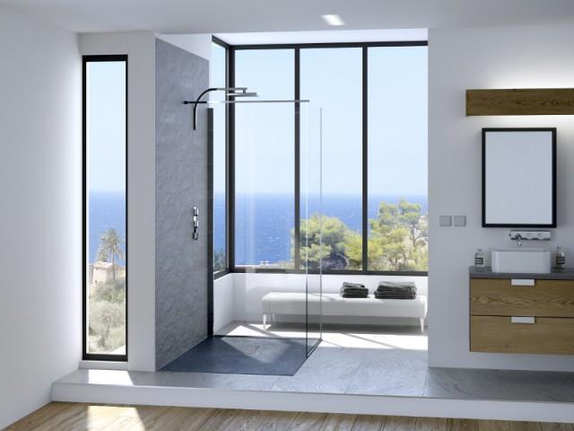 une salle de bains ouverte sur lextrieur