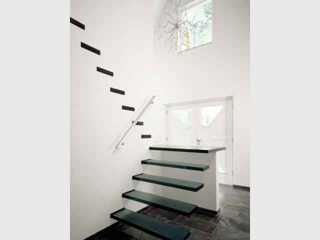 Un trompe l'oeil pour un escalier dissimulé - Un escalier discret pour mon intérieur