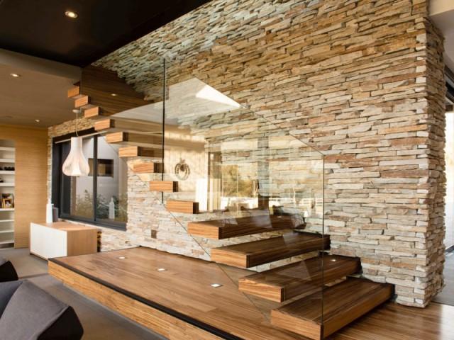 Des matériaux bruts pour un escalier fondu dans le décor - Un escalier discret pour mon intérieur