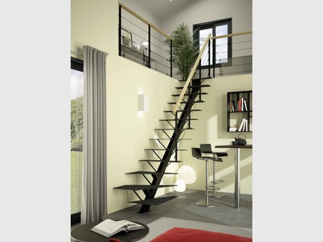 Des marches en métal fines pour un escalier discret - Un escalier discret pour mon intérieur