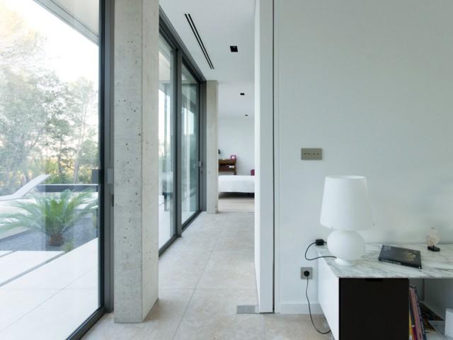 Des éléments intégrés pour un espace épuré - Projet ART - Agence Brengues Le Pavec