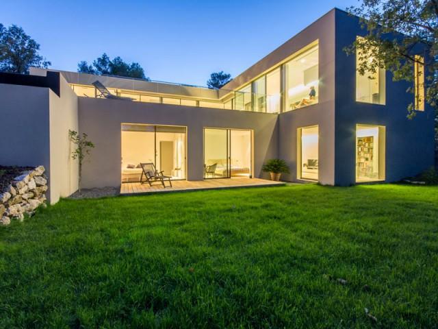 Une maison sur deux étages pour s'adapter au terrain - Projet ART - Agence Brengues Le Pavec