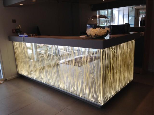 Le Dacryl® pour agrémenter un bar ou un comptoir - Un matériau caméléon qui se fait une place partout