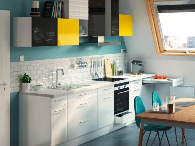 Un tiroir avec tablette rétractable intégrée pour gagner en espace de travail - Une cuisine optimisée à petit prix