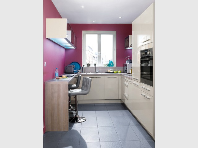 Un plan étroit en supplément pour prolonger le plan de travail - Une cuisine optimisée à petit prix