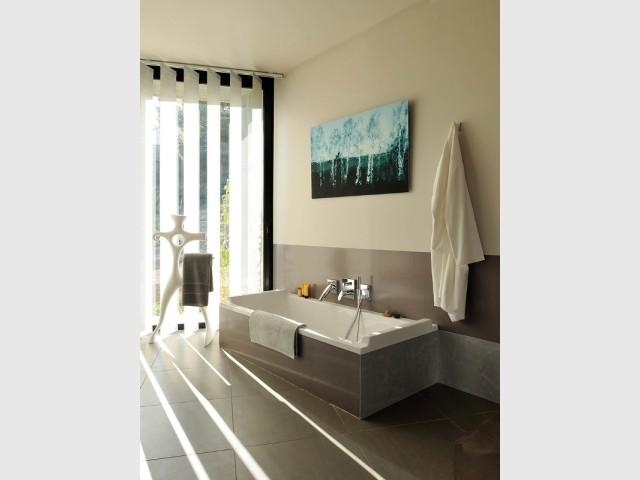 Une salle de bains épurée  - Villa Cap Arts