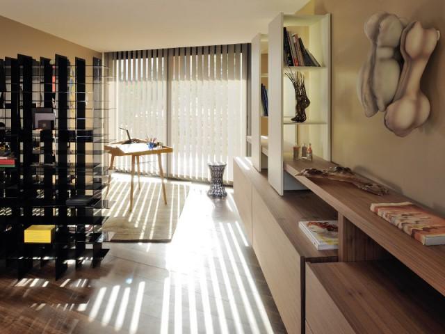 Un bureau abritant du mobilier imposant - Villa Cap Arts