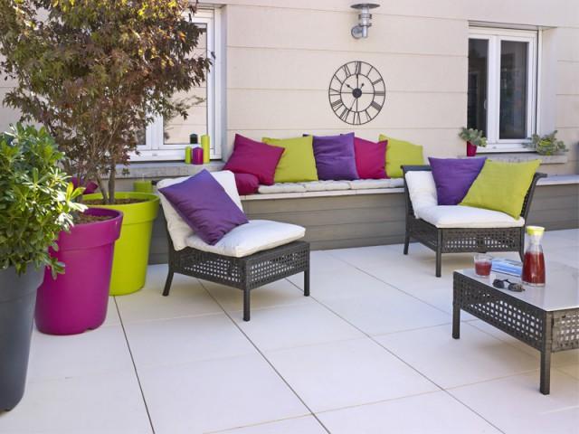 Les dalles gravillonnées remplacées par des dalles lisses - Rénovation terrasse sur plots