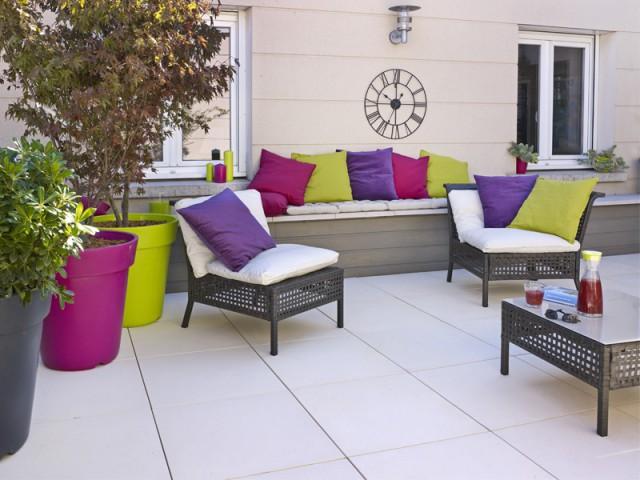 Deux teintes de dalle pour apporter une dynamique - Rénovation terrasse sur plots