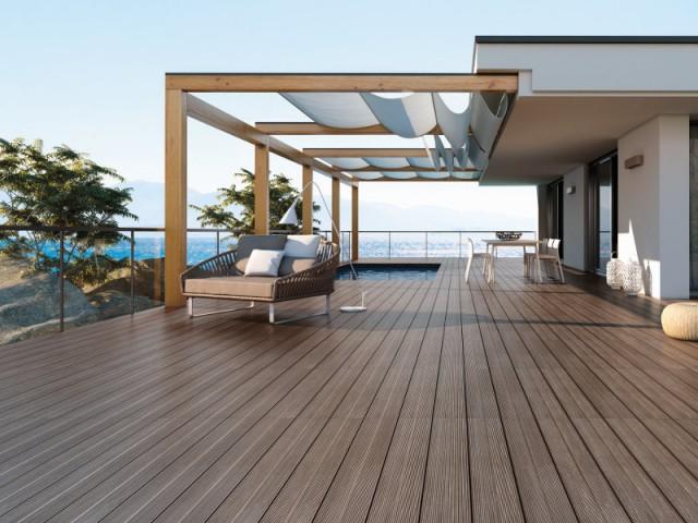 Une balustrade en verre et bois pour agrandir la terrasse - Terrasse : des garde-corps et balustrades pour tout type de besoins