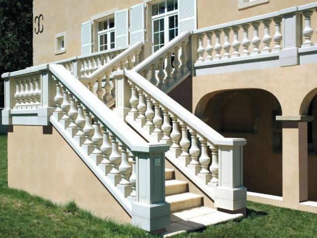 Des balustres maçonnés pour une maison de style provençal - Terrasse : des garde-corps et balustrades pour tout type de besoins