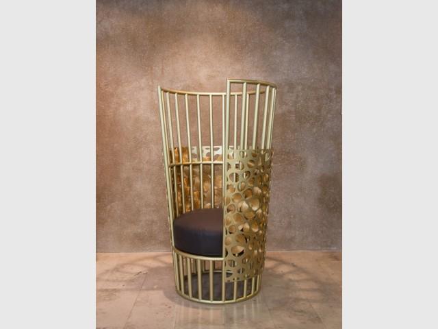 Un fauteuil comme un trône - Guto Requena à la gallery Bensimon