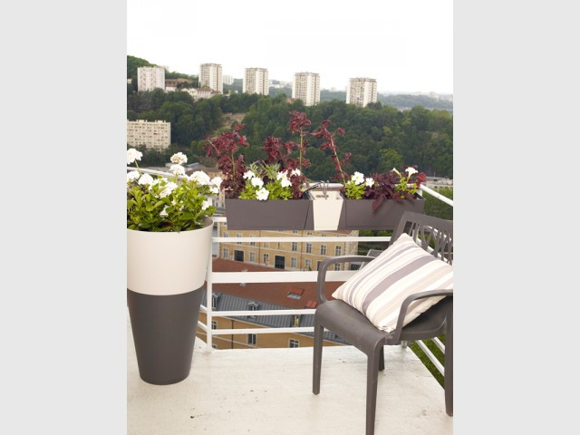 Une disposition en rangs serrés pour optimiser l'espace disponible - Balcons : donnez du rythme grâce aux jardinières !