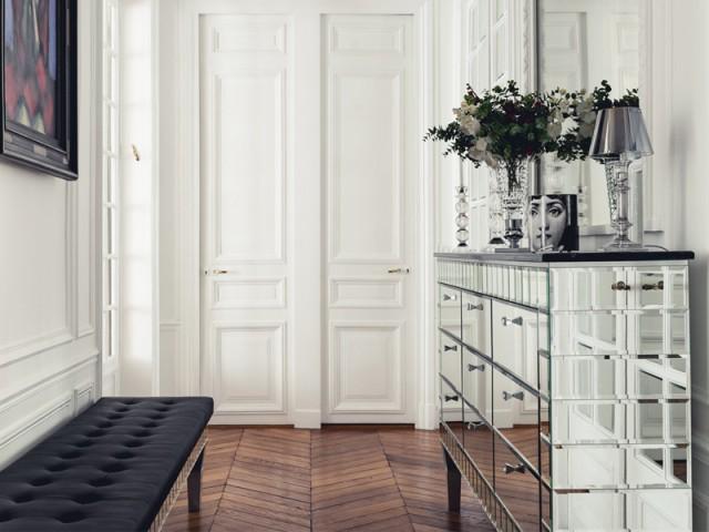 Un couloir esprit boudoir - Un appartement aux mille reflets