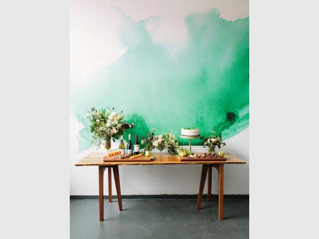 Une tâche de peinture verte pour un mur aérien - Tendance aquarelle