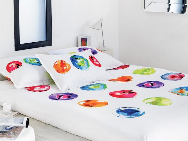 Des ronds de peintures pour un lit aux couleurs pop - Tendance aquarelle