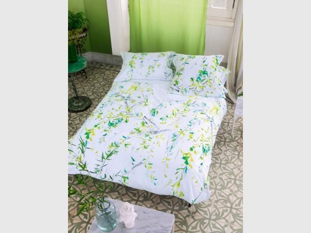 Des feuilles d'acacia peintes pour une parure de lit zen - Tendance aquarelle