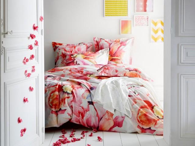 Des fleurs grand format pour une parure de lit romantique - Tendance aquarelle