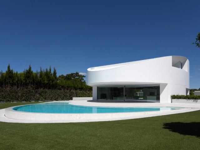 Une forme elliptique pour une maison unique en son genre - Casa Balint par Fran Silvestre Architectos