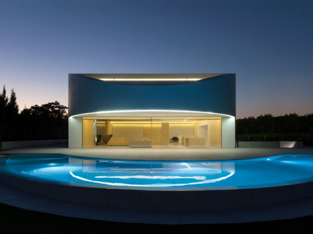 La Casa Balint et son ambiance lumineuse la nuit - Casa Balint par Fran Silvestre Architectos