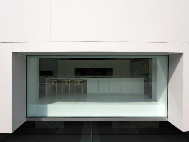 Des baies vitrées XXL sans montant - Casa Balint par Fran Silvestre Architectos