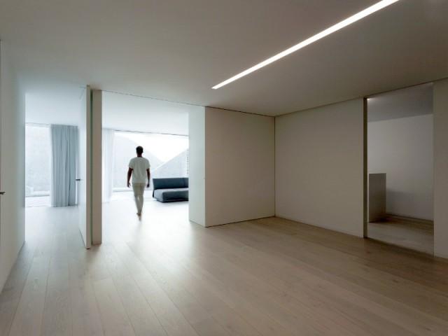 Un sous-sol épuré et cloisonné - Casa Balint par Fran Silvestre Architectos
