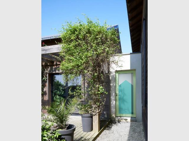 Une porte d'entrée originale pour une maison dynamisée - Embellir l'extérieur de sa maison