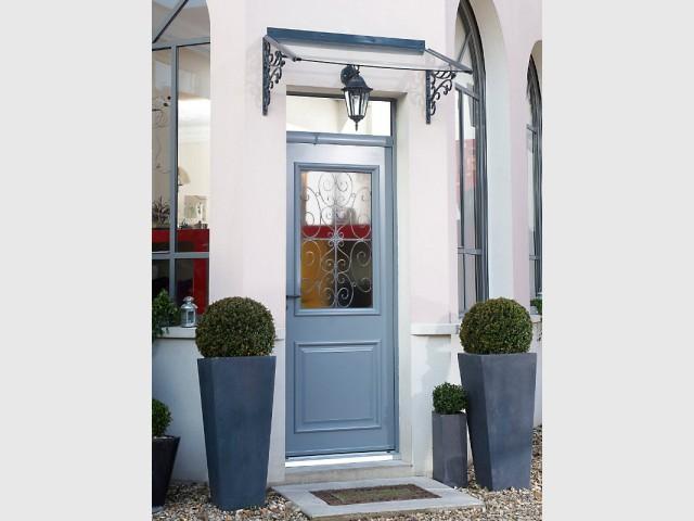 Une marquise vintage pour une entrée élégante et protégée - Embellir l'extérieur de sa maison