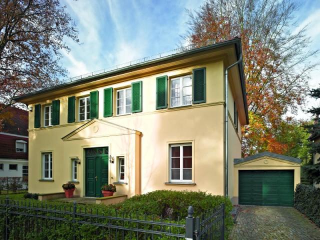 Volet, porte et porte de garage assortis pour une maison élégante - Embellir l'extérieur de sa maison