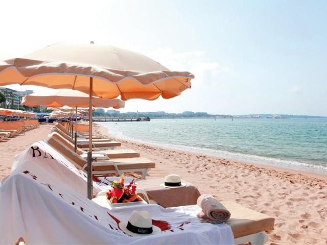 mobilier d 39 ext rieur inspirez vous des plus belles plages de la c te d 39 azur. Black Bedroom Furniture Sets. Home Design Ideas