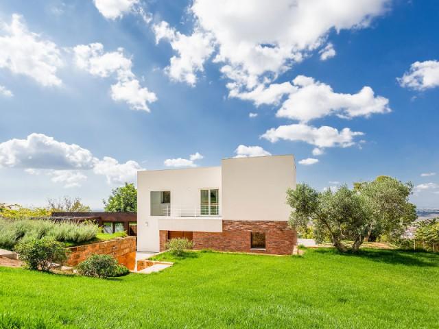 Un caroubier pour une villa intégrée dans son environnement - Courtyard House in Trapani by Studio 4e