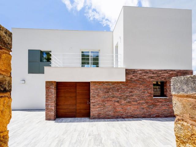 Des ouvertures réfléchies pour une maison tournée vers l'extérieur - Courtyard House in Trapani by Studio 4e
