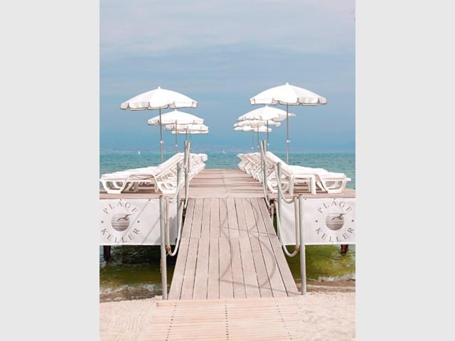 Un liseré noir pour une terrasse ultra chic - Les plus belles plages de La Côte d'Azur