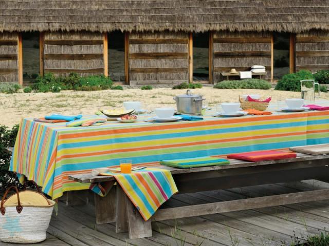 Une table vitaminée pour un repas  familial à l'extérieur - Tables estivales