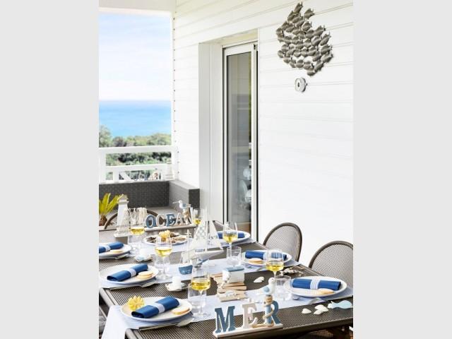 Une table à thème pour un repas marin à l'extérieur  - Tables estivales