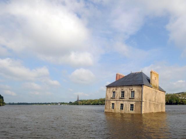 Une maison immergée dans la Loire