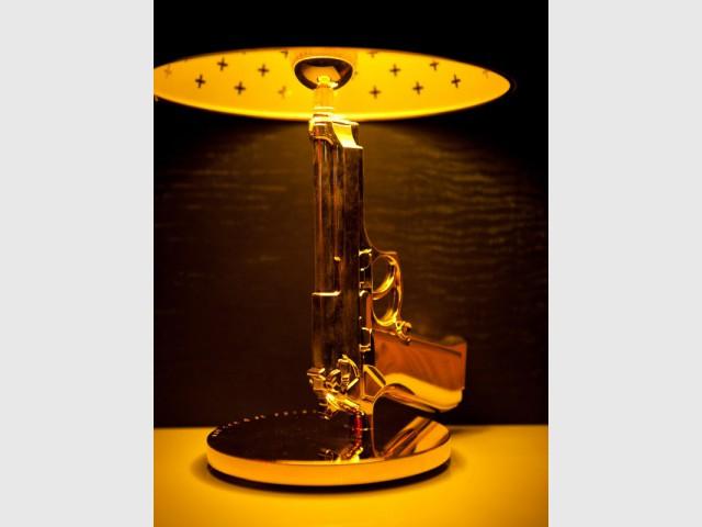 Des lampes en forme... de revolver - Suite 007