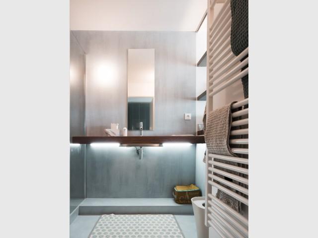 Un système de rangement modulable dans la salle de bains - Appartement Lago au Cap d'Adge