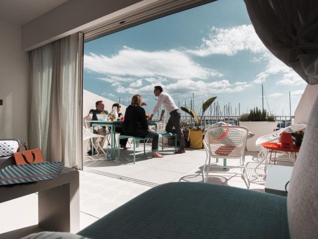 Un séjour ouvert sur la terrasse - Appartement Lago au Cap d'Adge