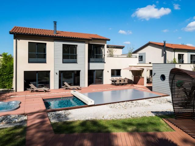 Caractéristiques techniques  - Une couverture de piscine dissimulée dans une terrasse paysagère