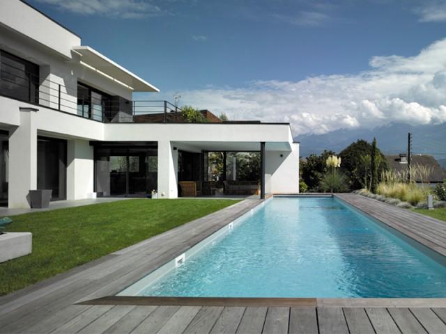 Conception de la piscine en amont - Un couloir de nage imbriqué dans une maison