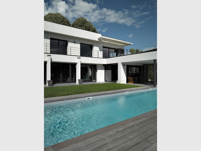 Un couloir de nage pour pouvoir réellement nager - Un couloir de nage imbriqué dans une maison