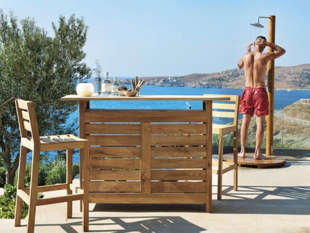 Une douche en bois assortie au mobilier de jardin - Douche de jardin