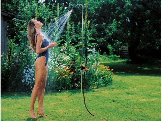 Une douche d'extérieur discrète pour les petits budgets - Douche de jardin