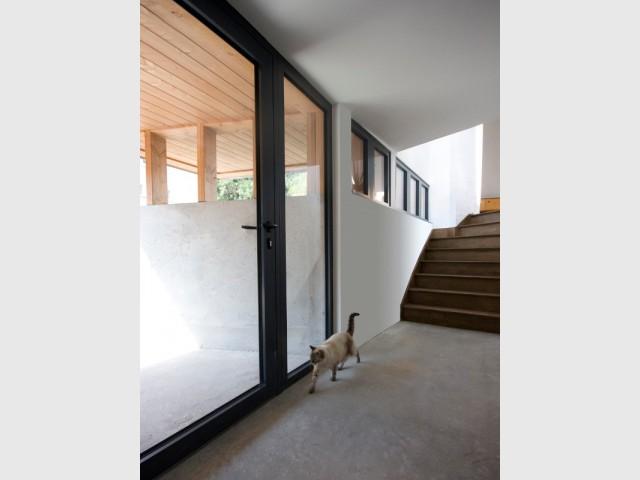 Une entrée brute et lumineuse - Rénovation, extension et surélévation à Nantes