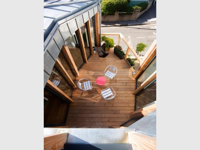 Vue plongeante sur la terrasse - Rénovation, extension et surélévation à Nantes