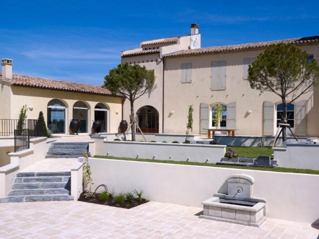 Une bastide provençale et ses extérieurs accueillants - Maison de charme
