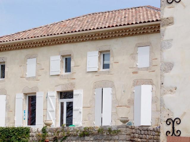 Une maison de maître typique du Sud-Ouest et sa façade à la chaux rénovée - Maison de charme