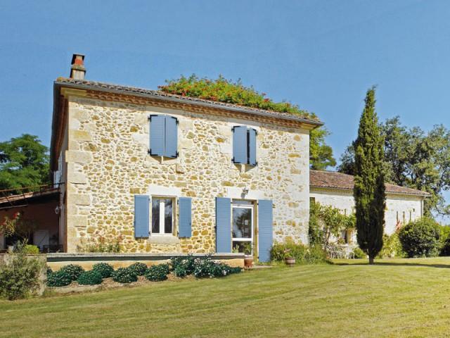 Un mas provençal et ses volets colorés - Maison de charme